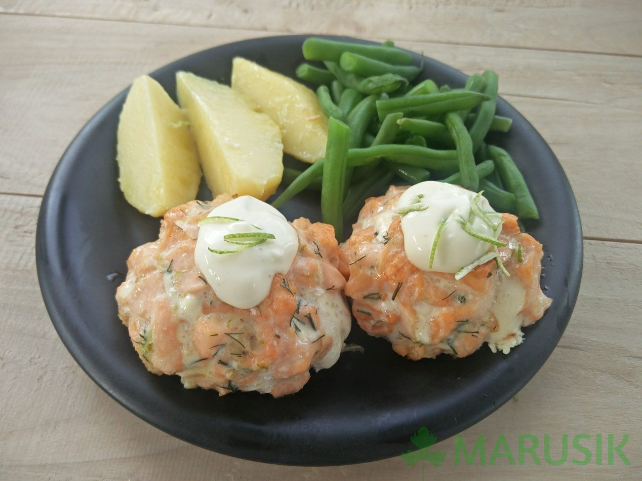 Salmon cakes with herb mayonnaise